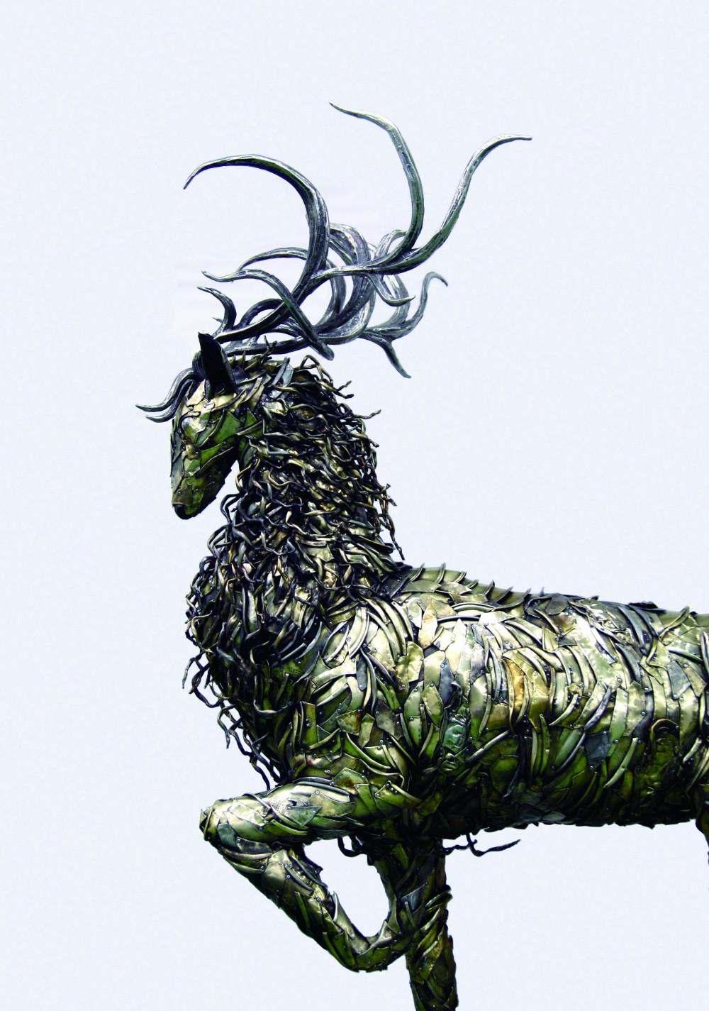 Regenesis-Red deer _ 250 x 155 x 288cm _ 버려진양은냄비, 리벳, 철, 스테인리스 _ 2016